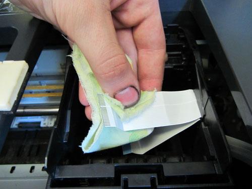 Прочистка печатающей головки Epson R290, T50, T59, P50, P59 в картинках.  Лучше протереть печатающую головку сухой...